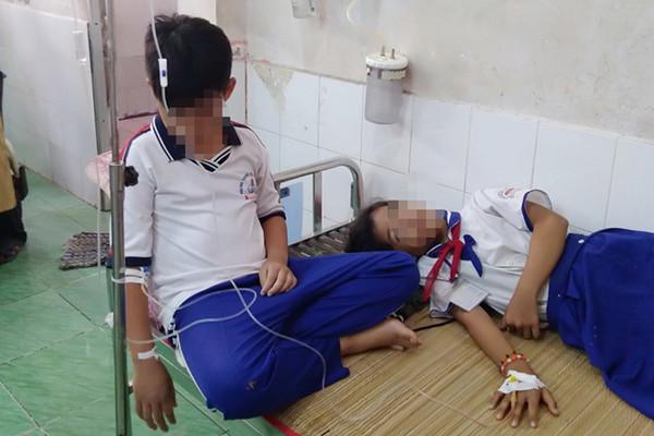 Tìm ra nguyên nhân khiến hơn 250 học sinh đồng loạt nhập viện