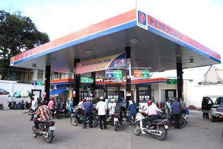 Vietnam reduces petroleum imports