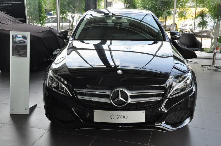 Giảm giá hàng trăm triệu, Mercedes và BMW tạo sức ép lên Toyota Camry - 2