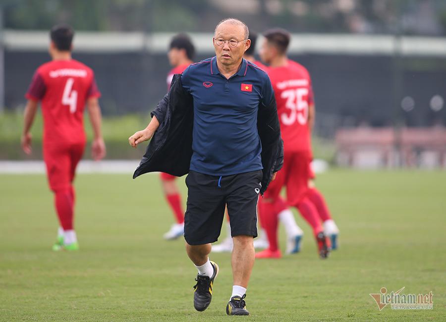 Thầy Park gạch tên Hoàng Thịnh khỏi tuyển Việt Nam