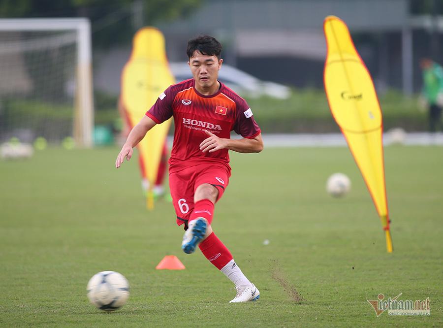 Tân binh tuyển Việt Nam báo 'tin dữ' với HLV Park Hang Seo