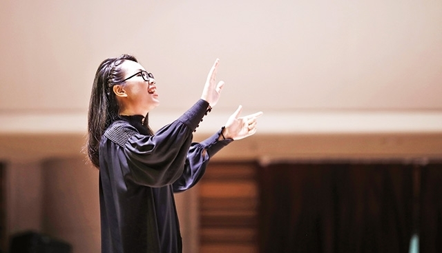 Conductor Nguyen Thi Hai Yen: Using music to convey love to the community