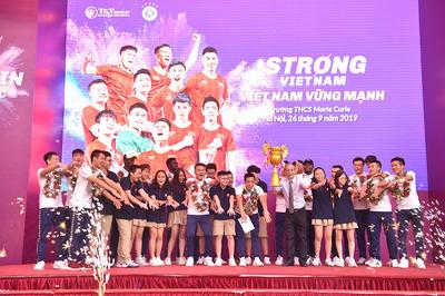 """Hà Nội FC """"sớm"""" nhận cúp vô địch V-League"""