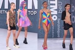 Loạt thí sinh nam phi giới tính mặc áo tắm gây sốc ở Next Top Model