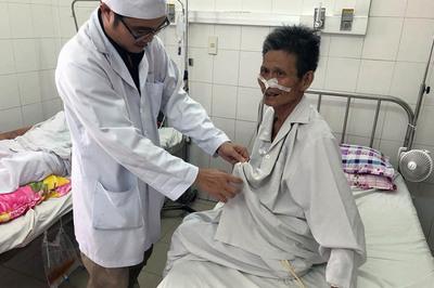 Người đàn ông mắc bệnh hiếm gặp gần như chết 100% được cứu sống ngoạn mục