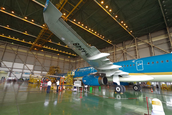 Vietnam Airlines and ST Engineering Aerospace team up for aircraft maintenance service