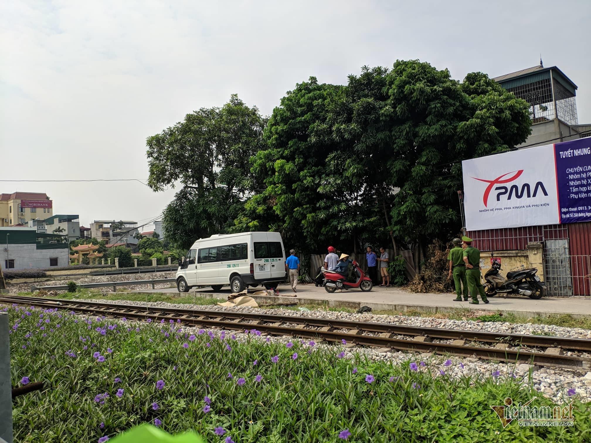 Cố vượt đường sắt, thanh niên Hà Nội bị tàu hỏa đâm chết