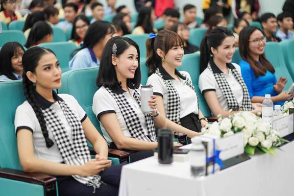 Hoa hậu Hà Kiều Anh: 'Sách quý làm giàu cuộc sống ở mọi phương diện'