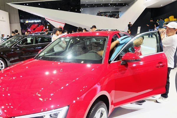 Rising automobile imports put domestic sector at risk: expert