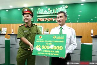 Giao nộp 56 triệu tiền khách bỏ quên, một năm sau tài xế taxi nhận thông báo bất ngờ