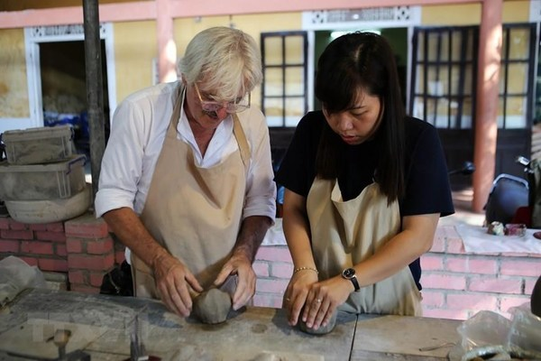 French artisan teaches disabled children to make pottery