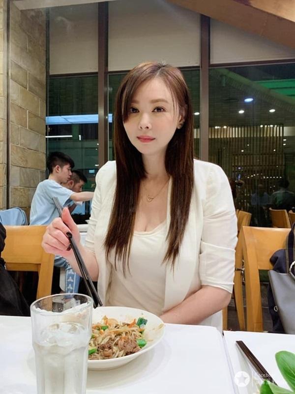 Biểu tượng gợi cảm Đài Loan cưới tài xế Uber kém 15 tuổi, lương 23 triệu