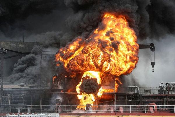 Tàu chở dầu bùng cháy dữ dội ở Hàn Quốc