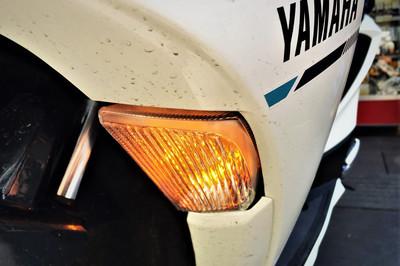 Vì sao đèn xi-nhan lại có màu da cam?