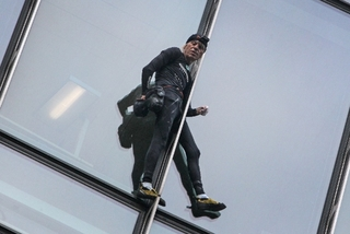 'Người nhện' U60 bị bắt vì leo nhà chọc trời
