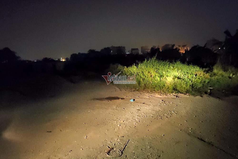 Thi thể nam tài xế Grab 18 tuổi trong bãi đất hoang ở Hà Nội