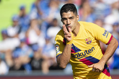 Vắng Messi, Luis Suarez giải cứu Barca