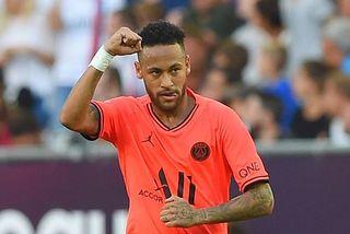Neymar lại trở thành người hùng của PSG