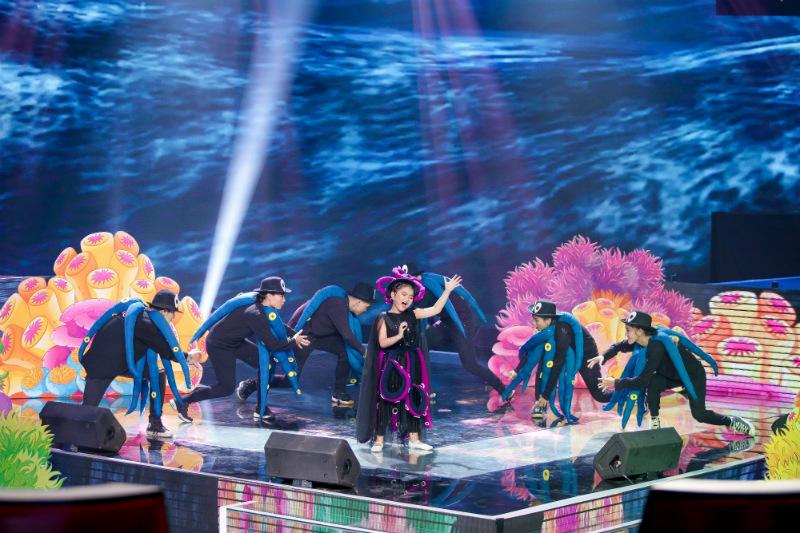 Dương Khắc Linh,Lưu Thiên Hương,Phạm Quỳnh Anh,Hương Giang