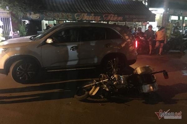 Lái ô tô bỏ chạy, tông ngã xe CSGT khi bị kiểm tra nồng độ cồn