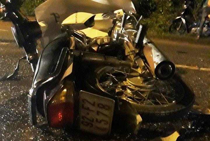 2 xe máy đối đầu, cụ ông 74 tuổi tử vong trong đêm ở Quảng Nam