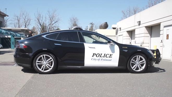 Cảnh sát Mỹ bỏ truy đuổi tội phạm vì xe hết điện
