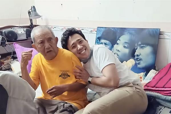 Trấn Thành đến nhà thăm và trao tiền cho nghệ sĩ Mạc Can