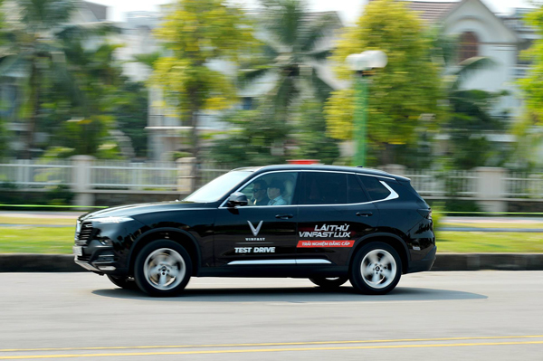 3 bài test khắc nghiệt thể hiện giới hạn an toàn của VinFast Lux