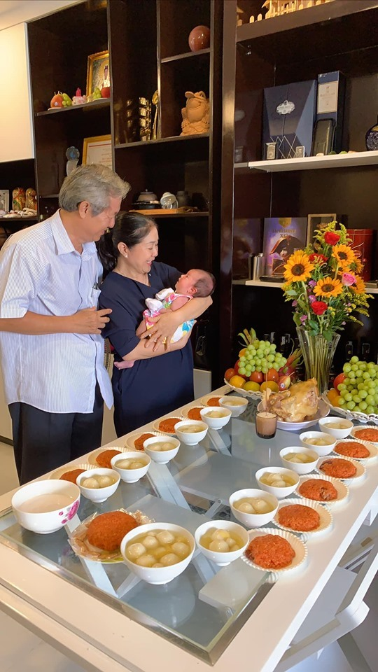 Trung Dũng, Ngân Khánh dự tiệc đầy tháng con gái Lê Phương