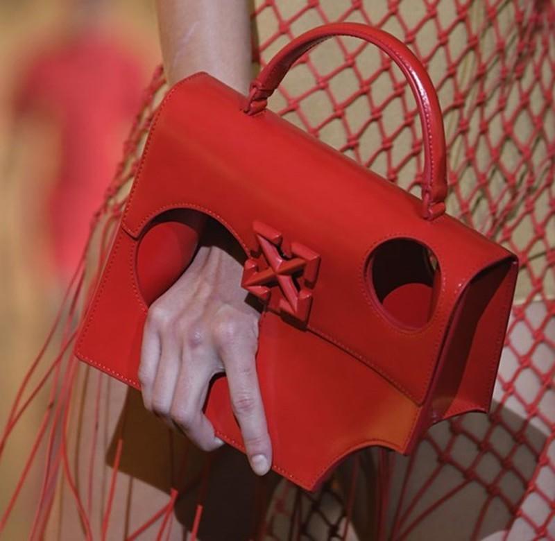 Chiếc túi không đựng được gì nhưng có giá gần 40 triệu liệu có đáng?