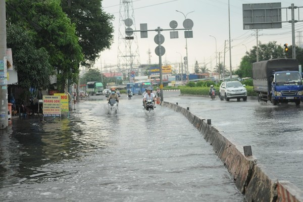 HCM City, Can Tho submerged by high tide