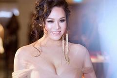 """""""Thị Bình"""" Nhật Kim Anh, Lê Bê La mặc sexy tột bậc khác hẳn vai hầu gái nhếch nhác"""