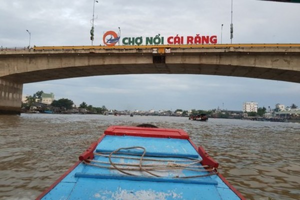 Cai Rang floating market in pictures