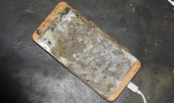 Điện thoại phát nổ trong lúc sạc pin, thanh niên Quảng Ngãi tử vong