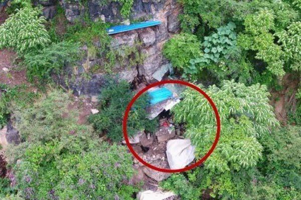 Nhờ máy bay không người lái, phát hiện kẻ trốn nã trong hang