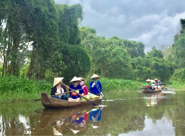 Mekong Delta,be explored,waterway tourism,Cai Rang floating market,travel news,Vietnam guide,Vietnam tour,travelling to Vietnam,Vietnam travelling,Vietnam travel,vn news,vietnamnet news,vietnamnet bridge,Vietnam breaking news,Vietnamese newspaper