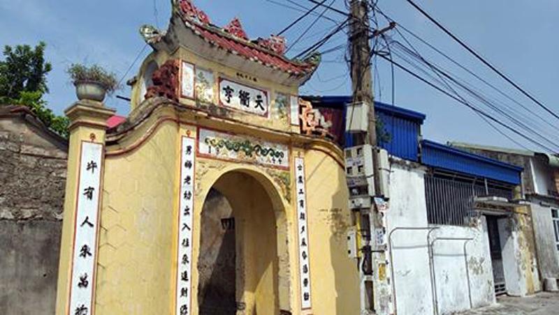 https://vnn-imgs-f.vgcloud.vn/2019/09/30/18/nguoi-do-ao-dai-bang-mat-khien-nam-phuong-hoang-hau-than-phuc-2.jpg