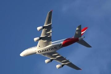 Máy bay phải quay đầu vì nổ lốp giữa trời