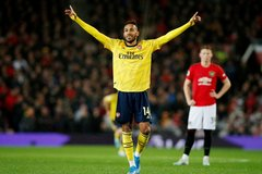 MU đánh rơi chiến thắng trước Arsenal