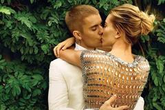 Justin Bieber và Hailey Baldwin chính thức là vợ chồng sau 4 lần hoãn cưới