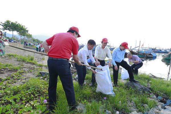 Đà Nẵng: hơn 2000 người tham gia dọn rác, làm sạch biển