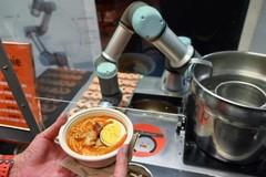 Robot phục vụ tự động 80 suất bún một giờ