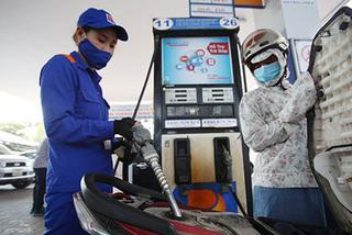 Giá xăng tăng mạnh gần 1000 đồng/lít