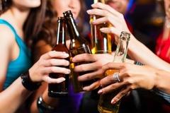 Rượu nút lá chuối tràn lan, cấm uống nơi công cộng chỉ nói cho vui