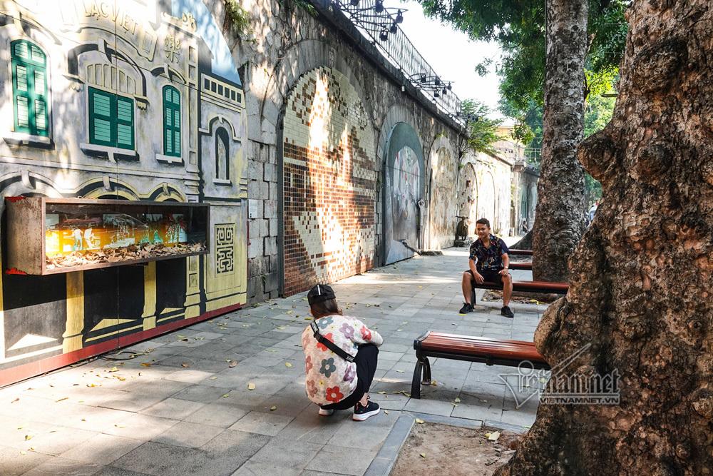 Hà Nội xưa đẹp lạ qua tranh bích họa trên phố