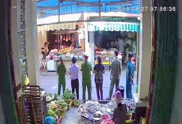 Cần Thơ thông tin vụ nữ trưởng công an phường giằng co với người đi chợ