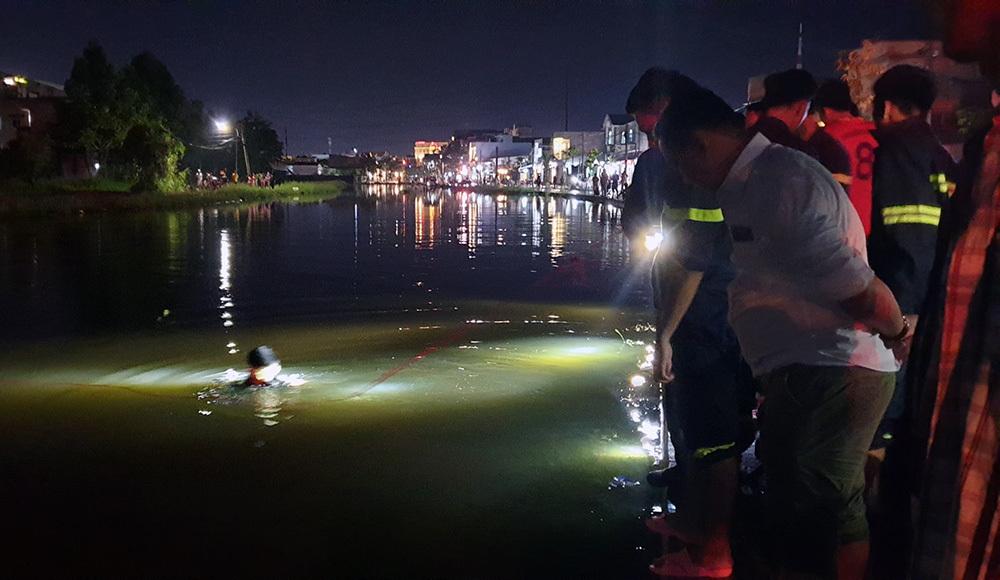 Nước ngập mất làn đường, người phụ nữ ở Cần Thơ lao xe xuống hồ tử vong