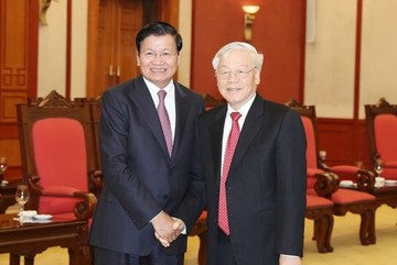 Vietnam's top leaders welcome Lao PM in Hanoi