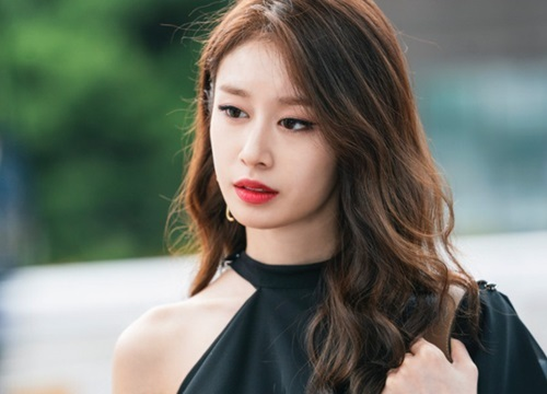 TWICE lần đầu chia sẻ về bệnh tình của Mina