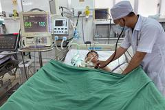 Hai bệnh viện báo động đỏ phối hợp cứu sống bé trai ngưng tim một cách kỳ diệu